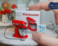 Miniature Kitchen Aid (tilt motor head) stand mixer with box and book- different colors - handmade! Miniature Kitchen Aid (tilt motor head) stand mixer with box and book- different colors - handmade! Miniature Kitchen, Miniature Crafts, Miniature Food, Miniature Dolls, Miniature Houses, Diy Dollhouse, Dollhouse Miniatures, Victorian Dollhouse, Modern Dollhouse