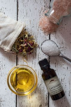 """The healing art of bathing"" - 3 recipes for herbal tea baths, bath salts, and bath oils from ""mountain rose herbs"""
