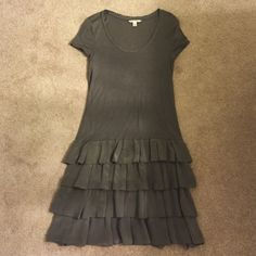 Banana Republic ruffle dress Grey cotton dress with ruffle bottom. So adorable! Banana Republic Dresses