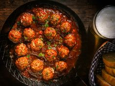 Use French Fried Onions Like Bread Crumbs for Better Meatballs — lifehacker Best Meatballs, Pork Meatballs, Porcupine Meatballs, Oven Baked Chicken Tenders, Vegan Green Bean Casserole, Pan Fried Fish, French Fried Onions, Salad Topping, Albondigas