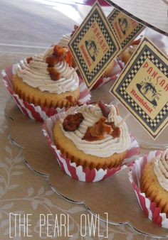 Mmmmmm....pancake muffins with bacon crumbles on top of a maple frosting! Sounds great!