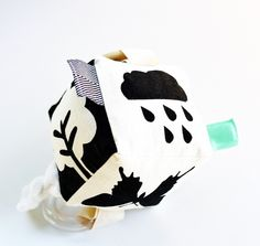 Beautiful Natured themed handprinted soft block activity cube. I have handcut the stencil for this design and then screenprinted onto a beautiful and durable hemp/organic cotton fabric. Designs have been chosen to be unisex and represent different pictures of nature. Also added is a rattle ring and an all natural organic maple wood teether plus a minky knot and ribbon and fabric tabs for baby to touch and play with of different textures. This little 9cm block is a perfect size ...