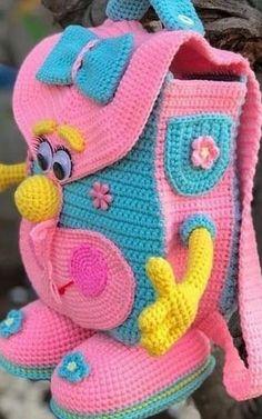 In this article we share free amigurumi animal crochet patterns. You can enjoy these beautiful amigurumi models with pleasure. Minion Crochet Patterns, Crochet Backpack Pattern, Minion Pattern, Crochet Blanket Patterns, All Free Crochet, Crochet Toys, Minion Doll, Crochet Beach Bags, Handmade Bags