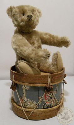 Old Steiff with drum. Old Steiff with drum. Teddy Bear Hug, Old Teddy Bears, Antique Teddy Bears, Steiff Teddy Bear, Bear Hugs, Bear Doll, Antique Toys, Old Toys, Vintage Dolls
