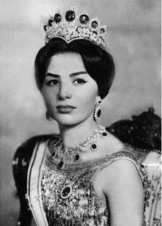 Farah Diba wearing the emerald tiara Royal Crowns, Royal Tiaras, Crown Royal, Tiaras And Crowns, Farah Diba, Pahlavi Dynasty, The Shah Of Iran, Royal Blood, Royal Jewelry