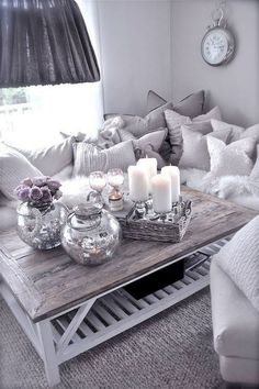 Exceptional small living room designs are available on our internet site. Have a look and you wont be sorry you did. Fancy Living Rooms, Living Room Decor Cozy, Living Room Designs, Modern Living, Shabby Chic Living Room Furniture, Living Spaces, Diy Apartment Decor, Small Apartment Decorating, Apartment Living
