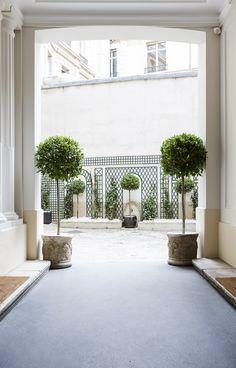 Courtyard Rue Lincoln Apartment by Gerard Faivre