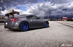 Nice shot of this Z and that LA sky Slammed Cars, Japanese Sports Cars, Nissan Z, World Tv, Import Cars, Nice Cars, Performance Parts, Exotic Cars, Jdm