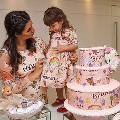 Que tal mãe, filha e bolo? Haaaa! Eu amei! Chá de bebê lindo by @donnadacasa #Repost @lucinhacascao ・・・ Finalizando o final de semana com o chá de Bruninha decoração de @donnadacasa, look de Camila e Bianca coordenada com o bolo @bzbizarro #marlyelucinhacascao #lucinhacascao #Deusnocomandosempre #cha #loucaporfestas #chádebebê #babyshower #talmaetalfilha #bololpf #cakelpf