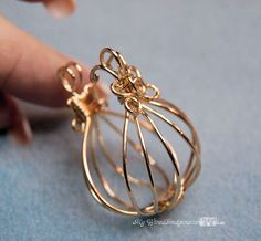 wire cage for stones | Hinged Cage Pendant | Flickr - Photo Sharing! #wirejewelry