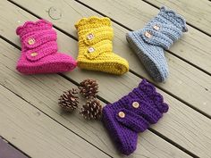 Crochet these cute snow boot slippers with Vanna's Choice! Perfect for chilly weather. Find the pattern by Crochet Dreamz on Ravelry.