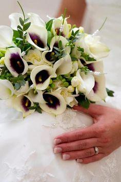 Calla Lily bridal bouquet. www.kellyannsflowers.co.uk