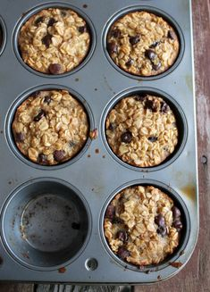 Banana and Chocolate Chip Baked Oatmeal Cups 202 calories and 6 weight watchers points plus (health snacks oatmeal cups) Make Ahead Breakfast, Healthy Breakfast Recipes, Healthy Snacks, Healthy Recipes, Breakfast Ideas, School Breakfast, Banana Breakfast, Breakfast Pizza, Muesli
