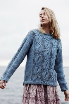 Ravelry: Naisen palmikkoneulepusero pattern by Lea Petäjä Easy Sweater Knitting Patterns, Cardigan Pattern, Knit Patterns, Free Knitting, Knitting Ideas, Swatch, Sweater Making, Knit Crochet, Crochet Clutch