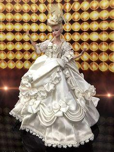 Barbie Gowns, Barbie Clothes, Fashion Royalty Dolls, Fashion Dolls, Doll Costume, Barbie Costumes, Glamour Dolls, Gothic Dolls, Bride Dolls