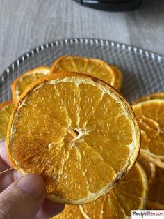 How to dehydrate Oranges. Let me show you how easy it is to make dehydrated oranges using the dehydrator setting on your air fryer. Dehydrated oranges, or dried orange slices as you may call them, are perfect for air fryer beginners, can be mix and matched with any citrus fruit and are perfect for summer cocktails and Christmas parties. I found myself surprising a US reader recently. As an American the one place she associated with millions of fresh oranges was Florida.