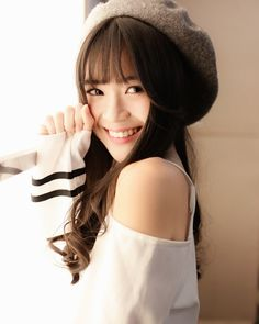 Thinking about school, song, sun, summer and you. Summer Is Coming, Kawaii, People Of The World, Sexy Asian Girls, Your Smile, Ulzzang, Cute Girls, Idol, Actresses