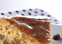 """Feito com farinha de trigo integral, este <a href=""""http://mdemulher.abril.com.br/culinaria/receitas/receita-de-bolo-rapido-maca-755775.shtml"""" target=""""_blank"""">bolo de maçã</a> agrada a adultos e crianças e leva uvas-passas, nozes ou castanhas-do-pará picad"""