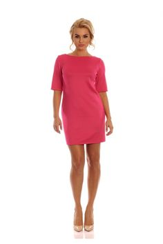 Śliczna sukienka w kolorze fuksji.