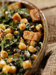 chicken in place of tofu. A healthy dish of vegan comfort food -- Tofu with spinach and chickpeas recipe Veggie Recipes, Whole Food Recipes, Vegetarian Recipes, Cooking Recipes, Healthy Recipes, Beans Recipes, Vegan Vegetarian, Cooking Tips, Healthy Dishes