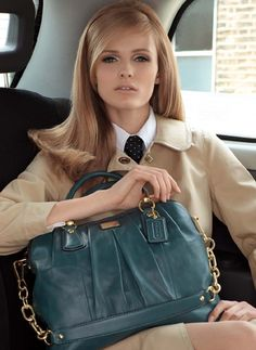 so sophisticated! She has a kind of Charlotte Deneuve look Coach Purses, Coach Bags, Coach Handbags, Estilo Dandy, Classic Style, Style Me, Prep Style, Classic Fashion, Retro Style