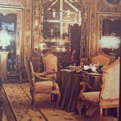 Mirrored#instagem#instachic #instadecor #interiors #interiorsporn #interiordesign #decoration#DiningRoom#RosekransResidence#PalazzoBrandolini#TonyDuquetteDecor#Venice#italy