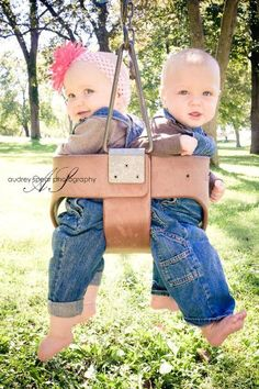 Super Baby Pictures Twins Cousins Ideas - List of the most beautiful baby products Twin Pictures, Twin Photos, Newborn Photos, Cute Twins, Cute Babies, Baby Kids, Twin Baby Girls, Boy Girl Twins, Foto Baby