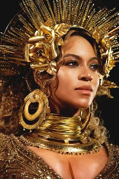 Beyonce performs live at The Grammy Awards at STAPLES Center on February 2017 in Los Angeles, California. Estilo Beyonce, Beyonce 2013, Beyonce Photos, Beyonce Knowles Carter, Beyonce Style, Beyonce And Jay, Beyonce Beyonce, Destiny's Child, Black Queen