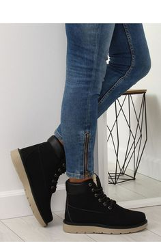Μποτάκια με εσωτερική γούνα και κορδόνια - Μαύρο. Fashion e-Shop 8c3bdc3950e