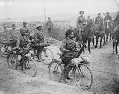 Soldaten te fiets, 1916.