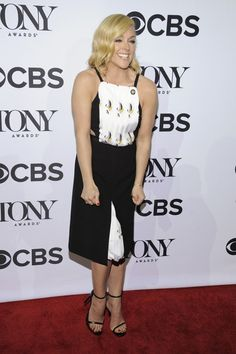 Jane Krakowski Cutout Dress - Jane Krakowski looked youthful at the Tony Awards Meet the Nominees press junket in a Bibhu Mohapatra pinafore dress with waist cutouts and a printed bodice and underskirt. Jane Krakowski, Bibhu Mohapatra, Pinafore Dress, Cutout Dress, American Actress, Bodice, Toms, Awards, Singer