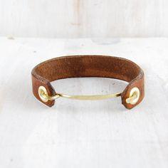 pulsera de cuero y metal/ leather and brass cuff