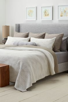 How to arrange pillows on a bed (all sizes)