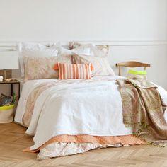 lovely scheme paisleys and bedspreads