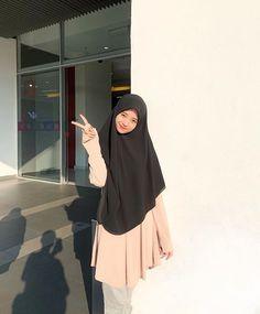 Fashion Mumblr, Modern Hijab Fashion, Fashion Poses, Muslim Fashion, Fashion Outfits, Beautiful Hijab Girl, Beautiful Muslim Women, Casual Hijab Outfit, Hijab Chic