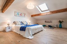 Themed Bedroom Minimalist Natural Attic Scandinavian Bedroom With Natural Wood Block In Ceiling Also White Minimalist White Bedside And Wooden Floor 36 Cozy and Beautiful Scandinavian Bedroom Decor Ideas Contemporary Bedroom Sets, Modern Minimalist Bedroom, Modern Bedroom Design, Bedroom Designs, Scandinavian Bedroom Decor, Scandinavian Design, White Wall Bedroom, Master Bedroom, Deco Studio