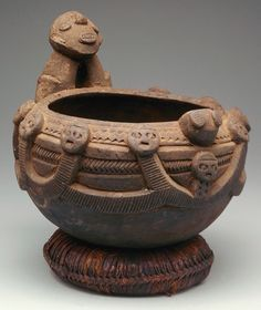 Koan is a Japanese word derived from the Chinese Gongan, which defined a practice dating back to the Tang Dynasty where dialogues between Chan Masters and their disciples were recorded. Ceramic Pots, Ceramic Clay, Ceramic Pottery, Statues, African Pottery, Vases, Coil Pots, Art Africain, Portraits
