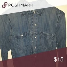 MADEWELL Chambray Shirt Only worn twice! Madewell Tops Button Down Shirts