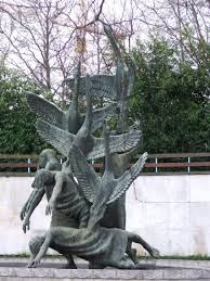 Children of Lir statue in Dublin. Garden Sculpture, Lion Sculpture, Public Art, Public Spaces, Irish Culture, Dublin City, Tattoos For Kids, Ireland Travel, Folklore