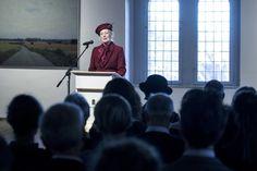 """""""Det er spændende, at man beder nutidskunstnere om på egen hånd og uden forbindelse til et kirkerum at skabe kunst, som skal give et bud på, hvordan man kan opfatte Luthers teser"""".    Dronningen holdt åbningstalen, da udstillingen """"TESER. Danske samtidskunstnere i dialog med reformationen"""" officielt blev åbnet fredag den 10. marts i Rundetårn."""