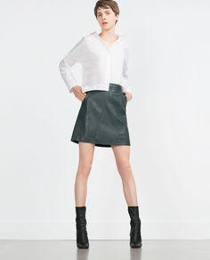 Image 1 de JUPE SIMILI CUIR de Zara