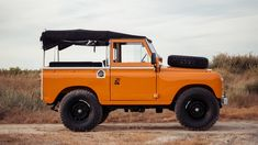 The guys over at Cool & Vintage have listed another one of a kind vehicle, a chance to own this stunning, fully restored vintage land rover. The beautiful 1971 Land Rover Series is in pristine condition and was fully restored a few years ago t Land Rover Serie 3, Land Rover Defender 110, Landrover Defender, Van 4x4, Cool Vintage, Vintage Cars, Off Road, Ford Escort, Escort Mk1