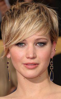 Jennifer Lawrence wears Jennifer Meyer earrings to the 2014 SAG Awards