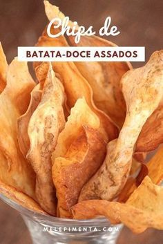 How to Make Crispy Baked Sweet Potato Chips No Salt Recipes, Vegan Recipes, Cooking Recipes, Comidas Fitness, Good Food, Yummy Food, Sweet Potato Chips, Finger Foods, Healthy Snacks