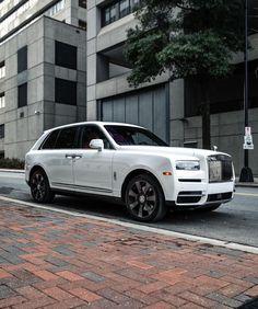 Voiture Rolls Royce, Rolls Royce Suv, White Rolls Royce, New Luxury Cars, Luxury Suv, Limousine Car, Rolls Royce Cullinan, Dream Car Garage, Black Jeep