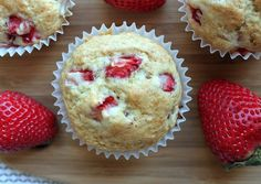 A small surplus of good strawberries from Quebec? No problem, make delicious muffins, freeze them an Breakfast Muffins, Mini Muffins, Biscuits, Deserts, Strawberry, Dessert Recipes, Cooking Recipes, Vegetarian Recipes, Food And Drink