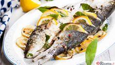 Il Branzino al cartoccio con verdure è un piatto leggero e veloce da preparare che piacerà ai vostri commensali che ne apprezzeranno il gusto delicato di questo pesce cotto al forno. E' un secondo piatto consigliato la sera e richiede solo 5 minuti oer la preparazione e una mezz'oretta per la cottura, lenta, al forno.