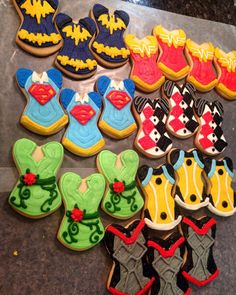 Party favors, or party snacks! These DC Super Hero Girls cookies are a perfect addition to any superhero party!
