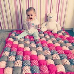 Baby Clothing Engelinchen: sewing instructions: a baby bubble blanket (alternatively also as a carpet, for the dog, .) Baby ClothingSource : Engelinchen: Nähanleitung: eine Baby-Bubble-Decke (alternativ auch als Teppich,. Puff Blanket, Bubble Blanket, Love Sewing, Sewing For Kids, Baby Sewing, Bubble Quilt, Quilt Baby, Puff Quilt, Diy Bebe
