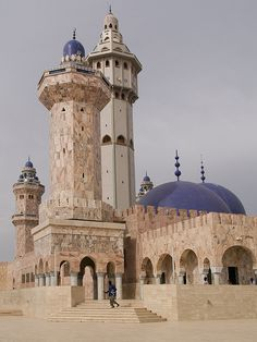 The Great Mosque in Touba, Senegal. It is the largest building in the city and one of the largest mosque in Africa _ A Nagy Mecset Tubában, Senegalban. Ez a legnagyobb épület a városban és az egyik legnagyobb mecset Afrikában Islamic Architecture, Beautiful Architecture, Beautiful Buildings, Art And Architecture, Islamic World, Islamic Art, Pays Francophone, Beautiful Mosques, Belle Villa